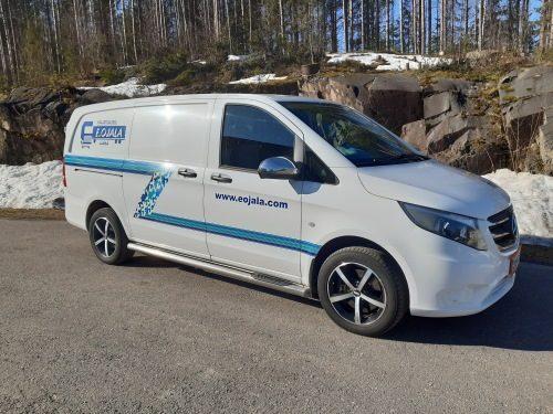 Eojalan kaluston pakettiauto pienempiä kuljetuksia varten