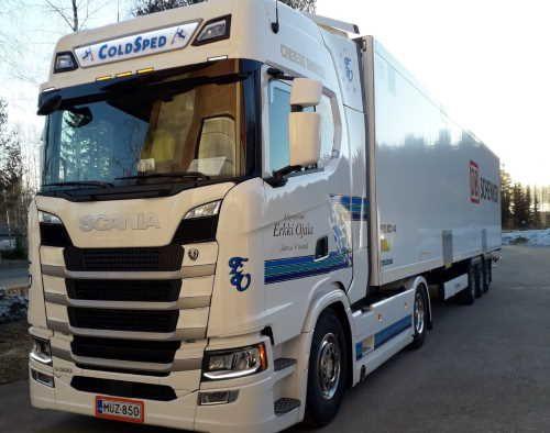 Kuljetusliike EOjala harjoittaa ulkomaanliikennettä parin auton voimin